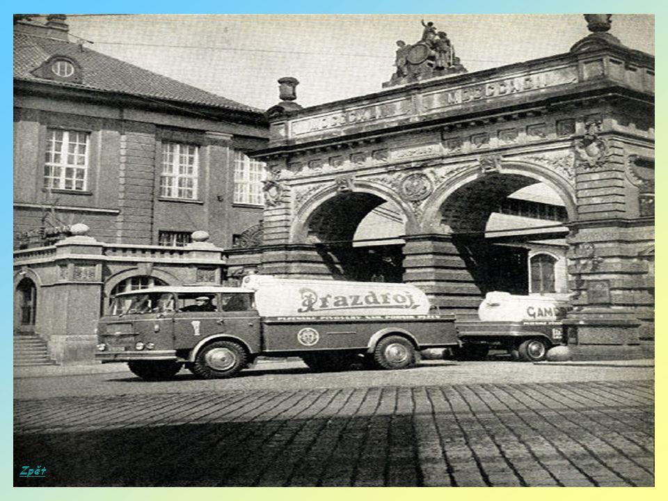 Pražský poledník na Staroměstském náměstí byl vyznačován stínem, který v pravé poledne vrhal Mariánský sloup.