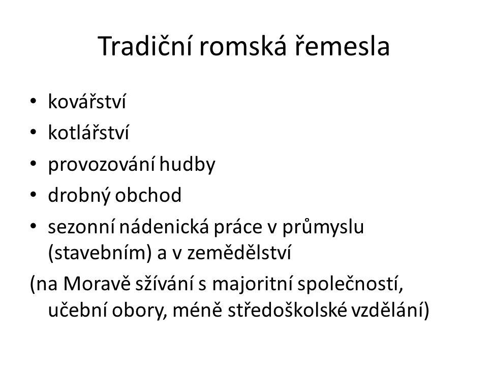 Skupiny prvorepublikových Romů 1)slovenští: nejpočetnější, většina žije trvale v osadách; 2)čeští: většina kočuje (Čermák, Janeček, Růžička, Berousek…); 3)moravští: většina žije usedle nebo polousedle hl.