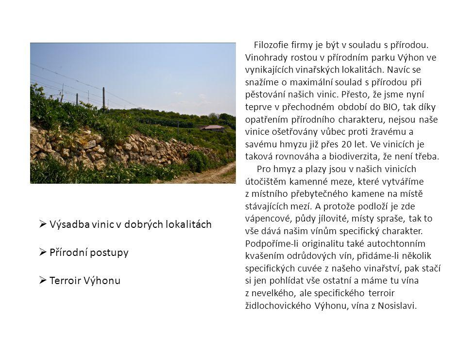 Filozofie firmy je být v souladu s přírodou. Vinohrady rostou v přírodním parku Výhon ve vynikajících vinařských lokalitách. Navíc se snažíme o maximá