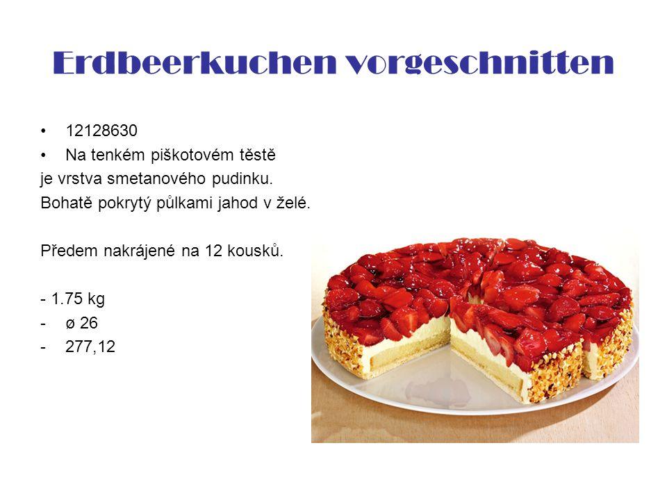 Erdbeerkuchen vorgeschnitten 12128630 Na tenkém piškotovém těstě je vrstva smetanového pudinku. Bohatě pokrytý půlkami jahod v želé. Předem nakrájené