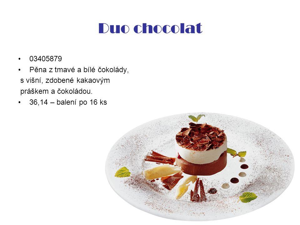 Duo chocolat 03405879 Pěna z tmavé a bílé čokolády, s višní, zdobené kakaovým práškem a čokoládou.