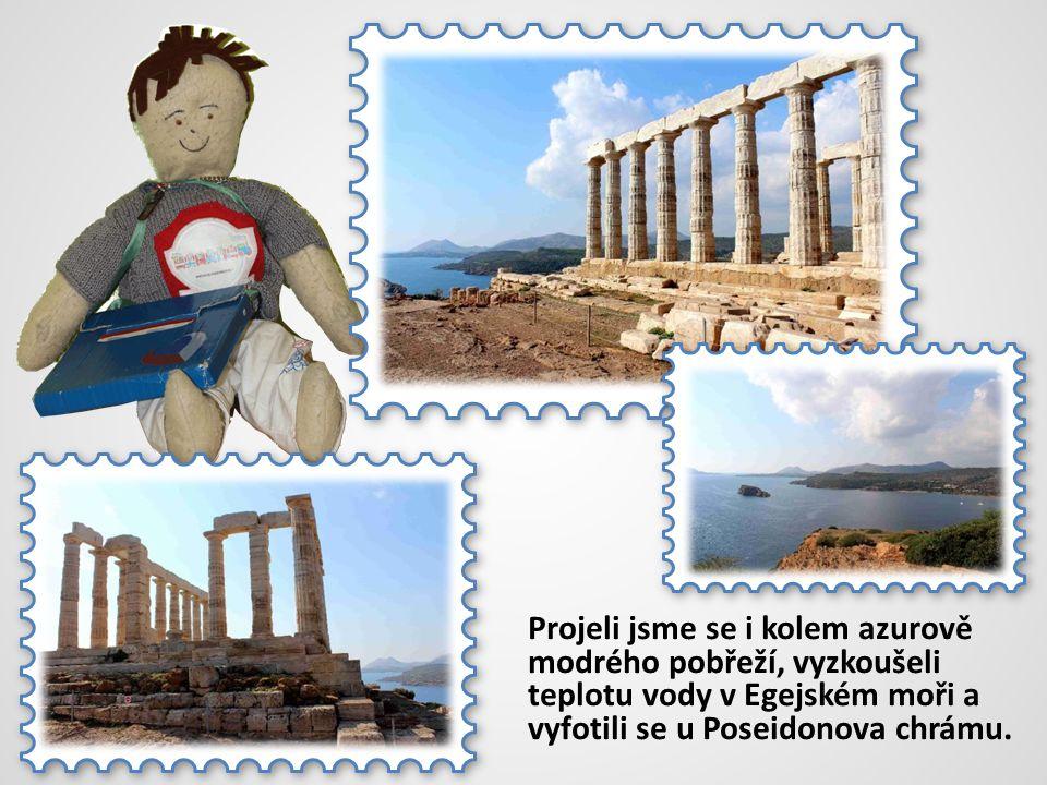 Projeli jsme se i kolem azurově modrého pobřeží, vyzkoušeli teplotu vody v Egejském moři a vyfotili se u Poseidonova chrámu.
