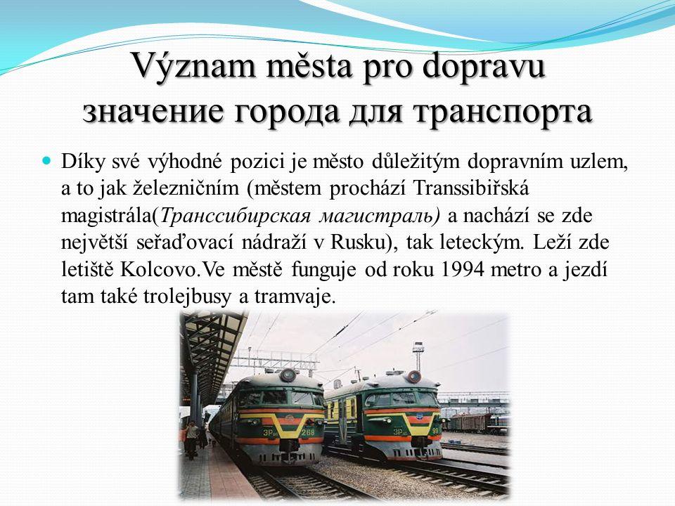 Význam města pro dopravu значение города для транспорта Díky své výhodné pozici je město důležitým dopravním uzlem, a to jak železničním (městem proch
