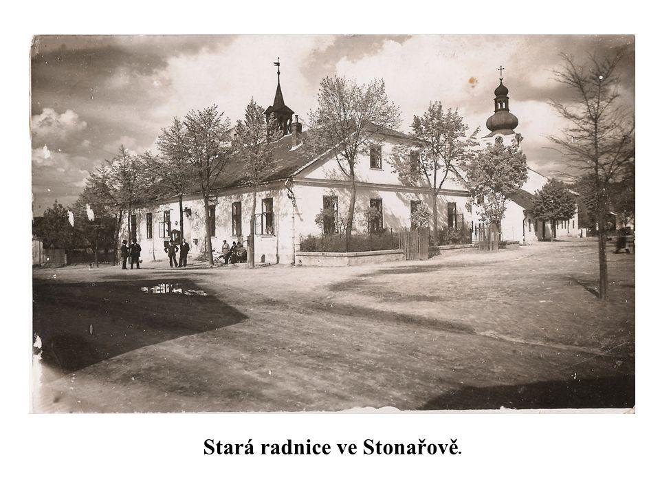. Stará radnice ve Stonařově.