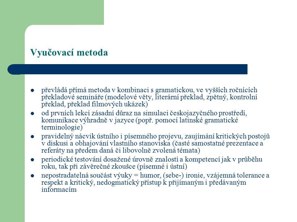 Vyučovací metoda převládá přímá metoda v kombinaci s gramatickou, ve vyšších ročnících překladové semináře (modelové věty, literární překlad, zpětný, kontrolní překlad, překlad filmových ukázek) od prvních lekcí zásadní důraz na simulaci českojazyčného prostředí, komunikace výhradně v jazyce (popř.