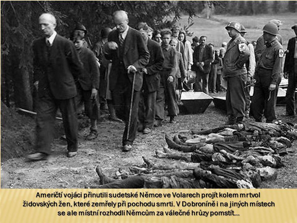 Američtí vojáci přinutili sudetské Němce ve Volarech projít kolem mrtvol židovských žen, které zemřely při pochodu smrti.