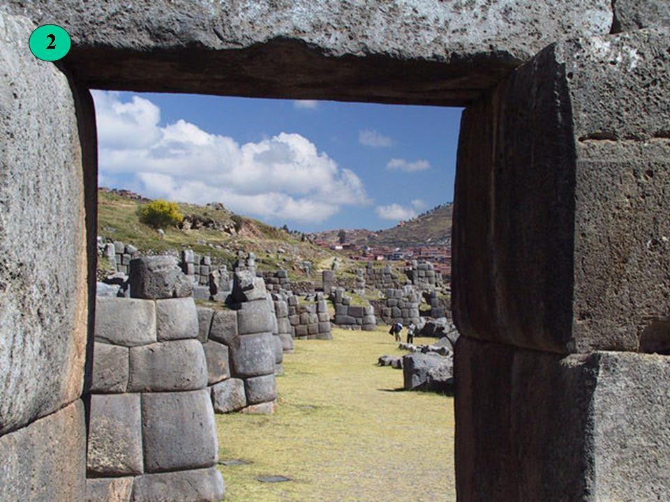 Sacsahuaman je zděný komplex v blízkosti Cusco.