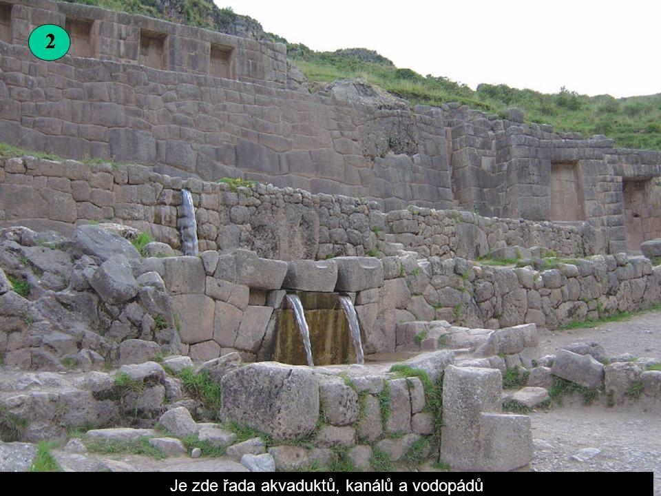 Archeologického naleziště Tambomachay se nachází asi 8 km severně od města Cuzco na jihu peruánské vysočiny.