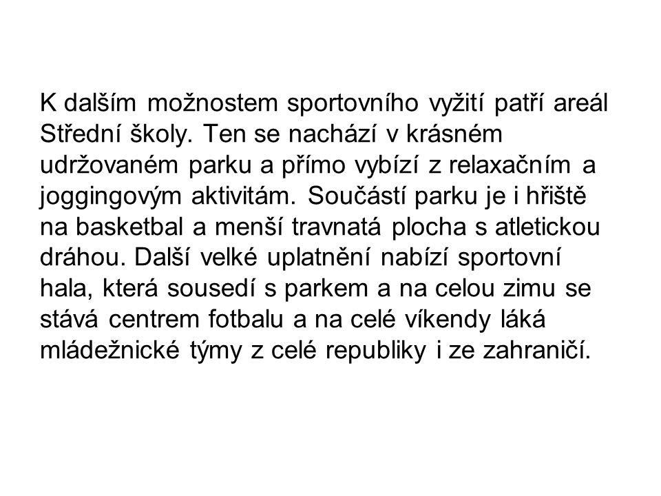 K dalším možnostem sportovního vyžití patří areál Střední školy.
