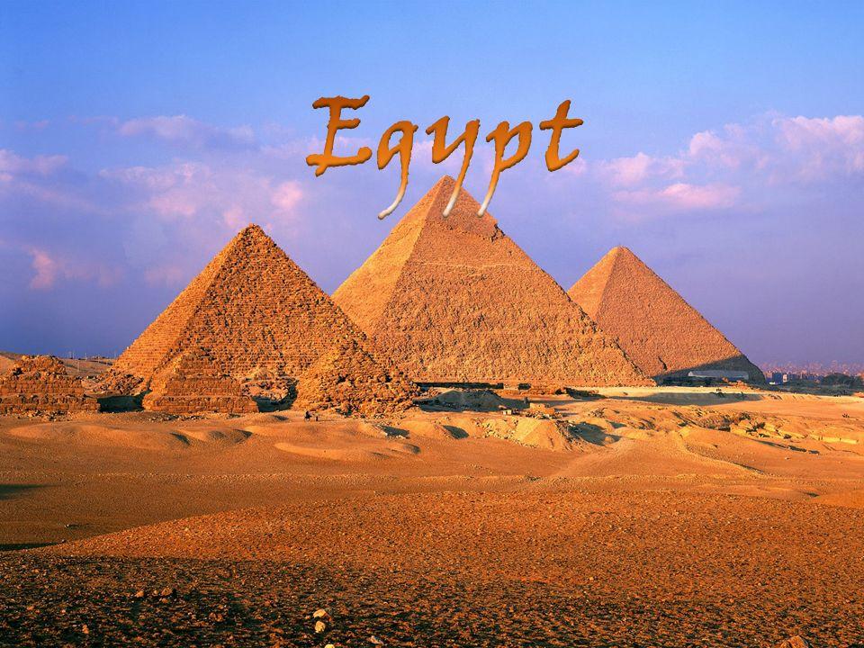 Sochařství  v Egyptě byl dostatek kvalitního kamene > velký rozvoj Druhy: PLASTIKA  trojrozměrná tvorba  monumentální  kolosy  sochy bohů, faraónů  sfingy  drobná - žánrová  realistické portréty (hlavy) ve skutečné  velikosti RELIÉF  sochařská tvorba pro 1 pohled