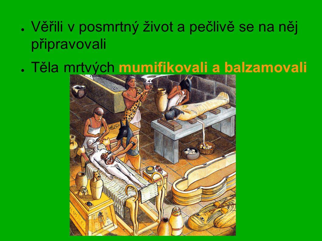 ● Věřili v posmrtný život a pečlivě se na něj připravovali ● Těla mrtvých mumifikovali a balzamovali