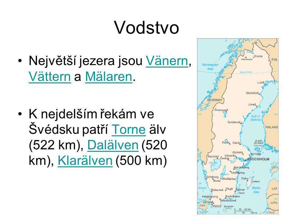 Největší jezera jsou Vänern, Vättern a Mälaren.Vänern VätternMälaren K nejdelším řekám ve Švédsku patří Torne älv (522 km), Dalälven (520 km), Klarälven (500 km)TorneDalälvenKlarälven