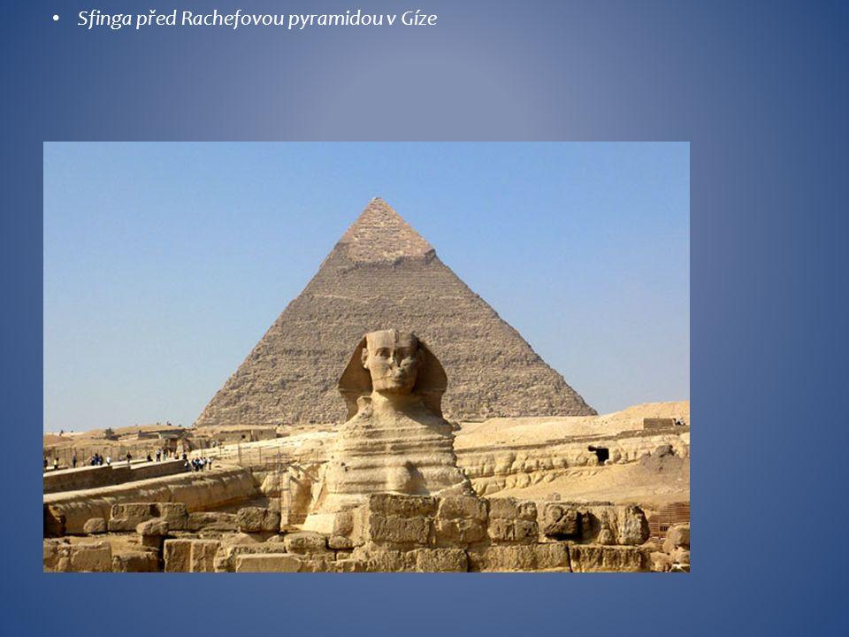 Sfinga před Rachefovou pyramidou v Gíze
