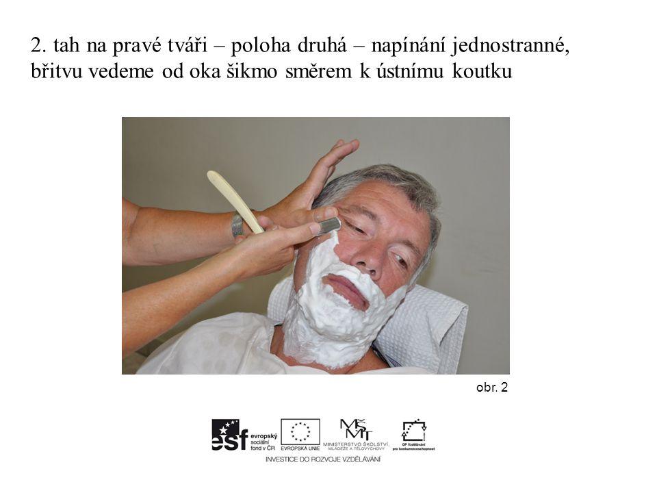 2. tah na pravé tváři – poloha druhá – napínání jednostranné, břitvu vedeme od oka šikmo směrem k ústnímu koutku obr. 2