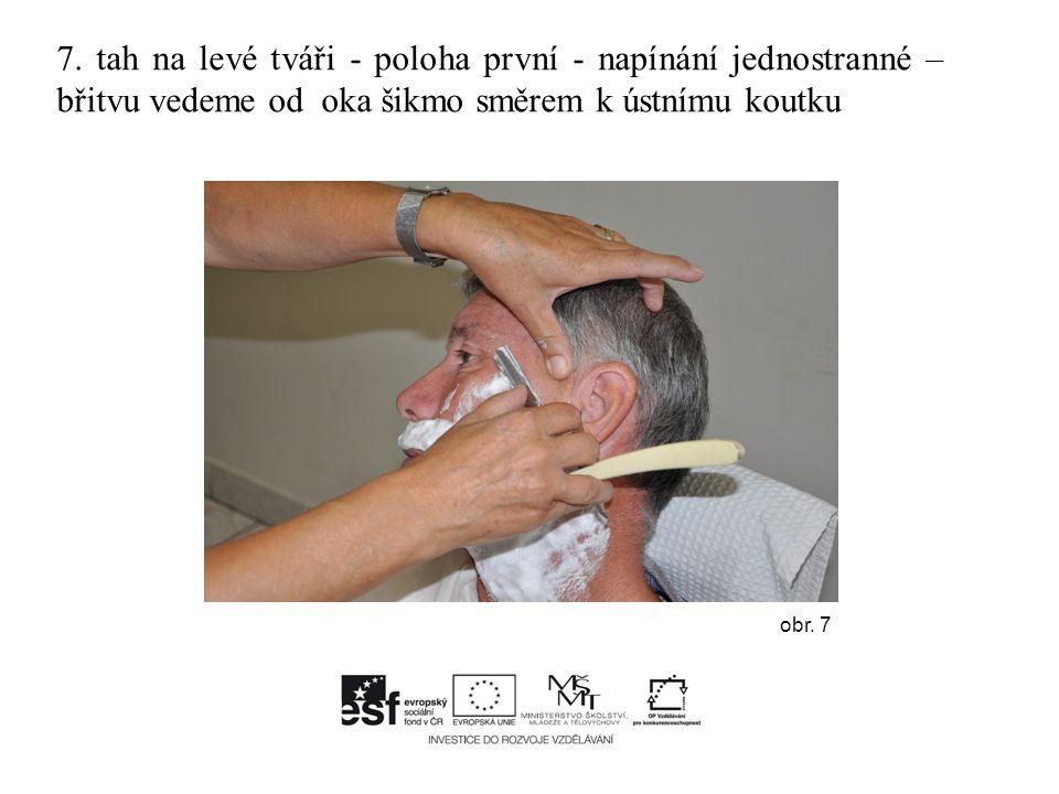 7. tah na levé tváři - poloha první - napínání jednostranné – břitvu vedeme od oka šikmo směrem k ústnímu koutku obr. 7
