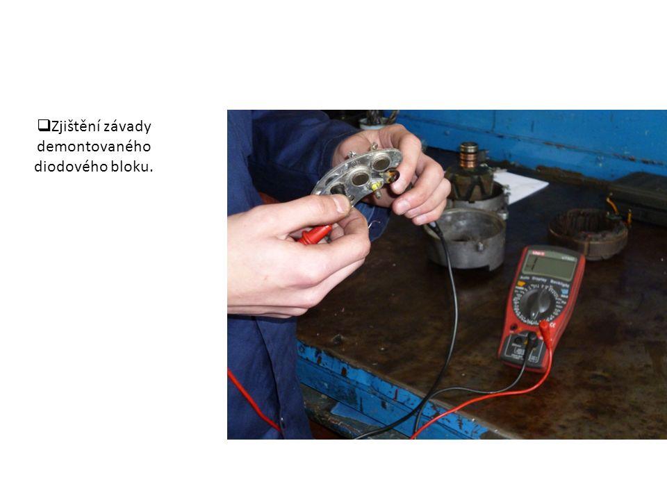  Rozložený alternátor a vlastní výměna nového diodového bloku.