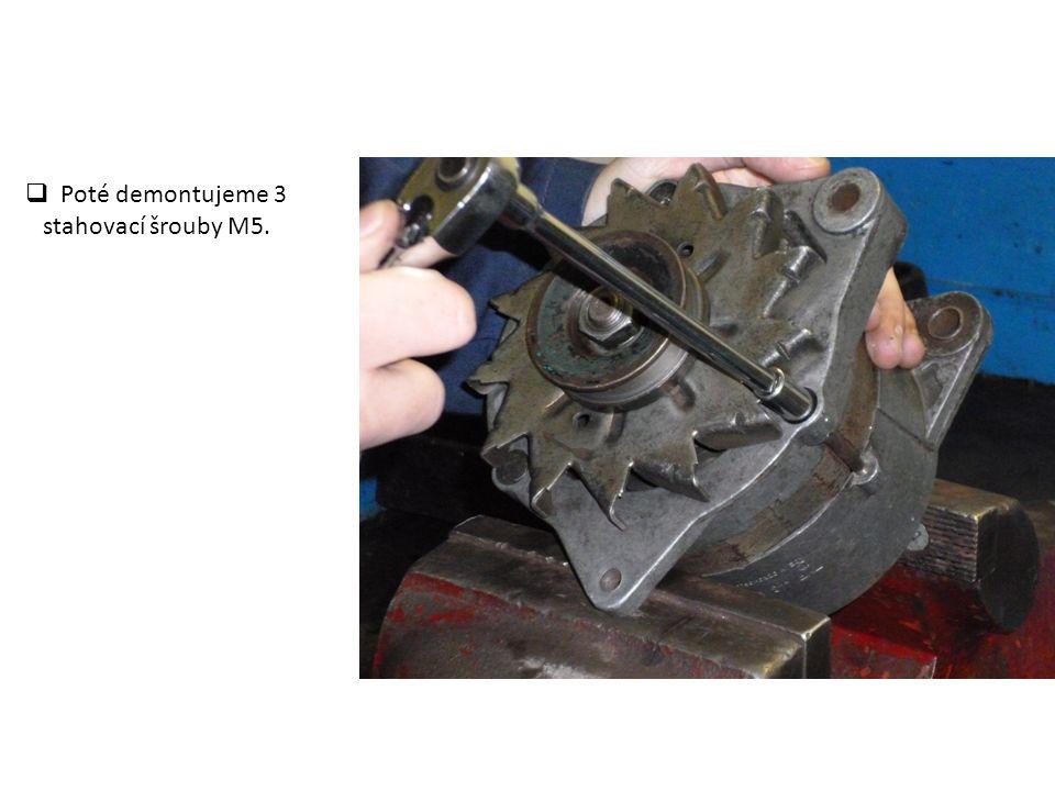 Poté demontujeme 3 stahovací šrouby M5.