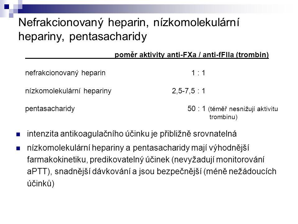 Nefrakcionovaný heparin, nízkomolekulární hepariny, pentasacharidy intenzita antikoagulačního účinku je přibližně srovnatelná nízkomolekulární hepariny a pentasacharidy mají výhodnější farmakokinetiku, predikovatelný účinek (nevyžadují monitorování aPTT), snadnější dávkování a jsou bezpečnější (méně nežádoucích účinků) poměr aktivity anti-FXa / anti-fFIIa (trombin) nefrakcionovaný heparin 1 : 1 nízkomolekulární hepariny 2,5-7,5 : 1 pentasacharidy 50 : 1 (téměř nesnižují aktivitu trombinu)