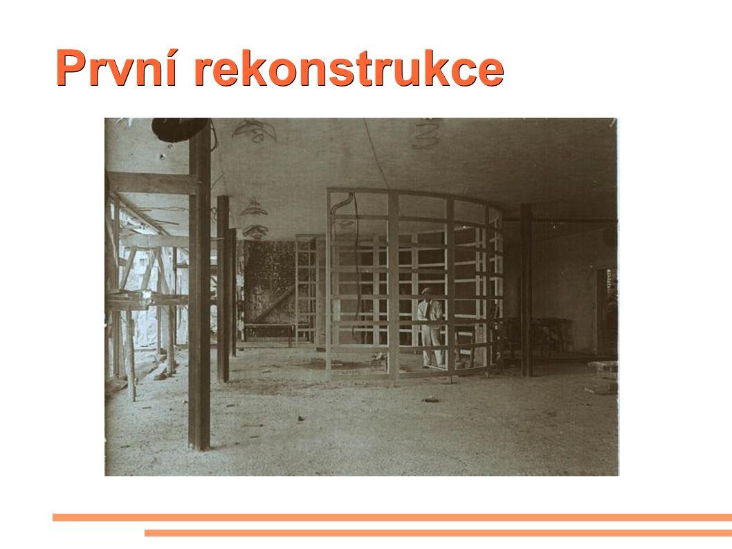 První rekonstrukce