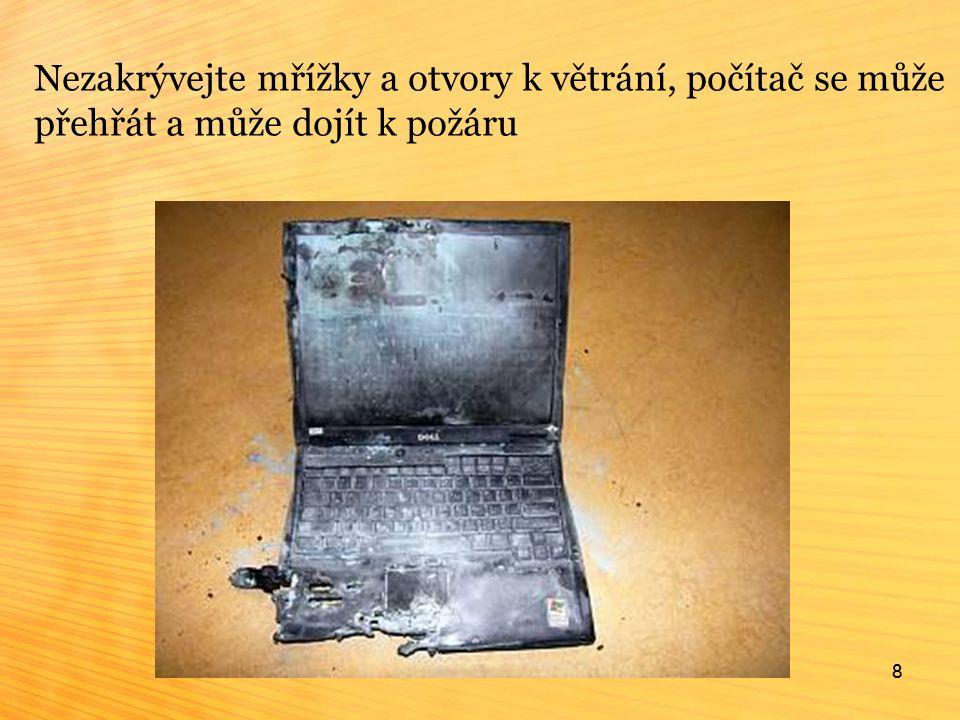 8 Nezakrývejte mřížky a otvory k větrání, počítač se může přehřát a může dojít k požáru 8