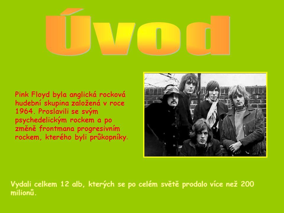 Pink Floyd se zkoušeli prosadit v Londýně, kde se postupně probojovali na pódia undergroundových klubů.