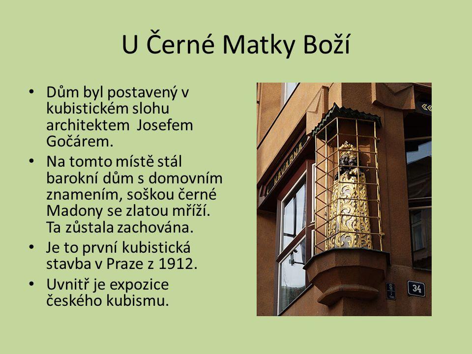 U Černé Matky Boží Dům byl postavený v kubistickém slohu architektem Josefem Gočárem.