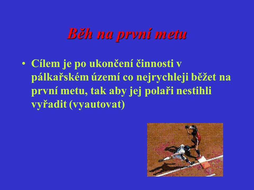 Běh na první metu Cílem je po ukončení činnosti v pálkařském území co nejrychleji běžet na první metu, tak aby jej polaři nestihli vyřadit (vyautovat)