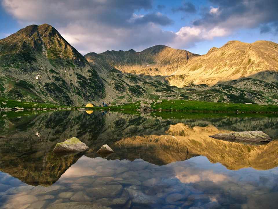 Pohoří Retezat Nachází se na jihovýchodě Rumunska. Jedno z nekrásnějších a nejnavštěvovanějších Pohoří. Část pohoří je národním parkem. Ten je v Rumun