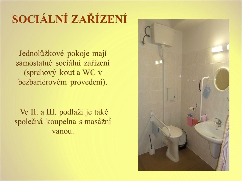 SOCIÁLNÍ ZAŘÍZENÍ Jednolůžkové pokoje mají samostatné sociální zařízení (sprchový kout a WC v bezbariérovém provedení).