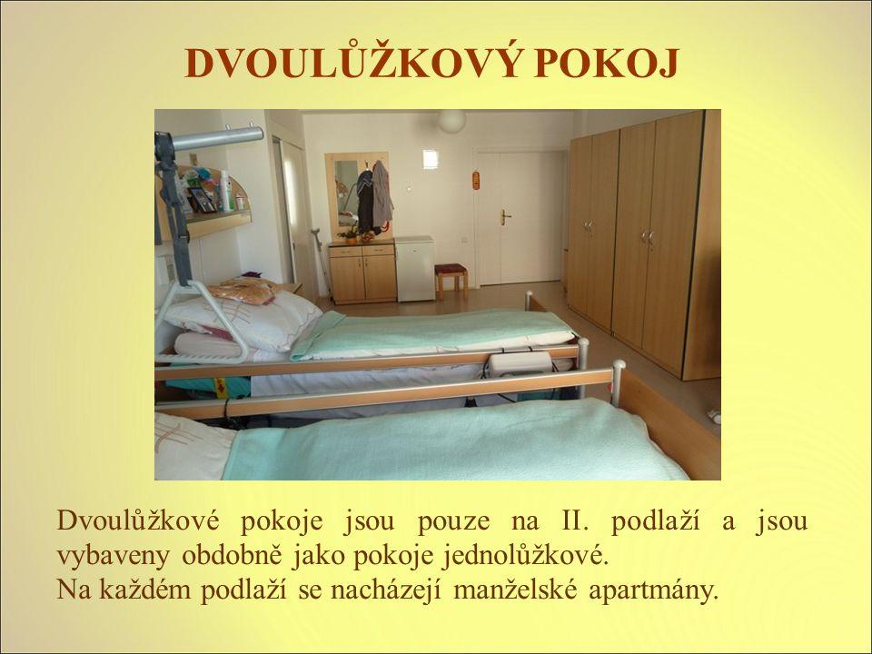 Dvoulůžkové pokoje jsou pouze na II. podlaží a jsou vybaveny obdobně jako pokoje jednolůžkové.