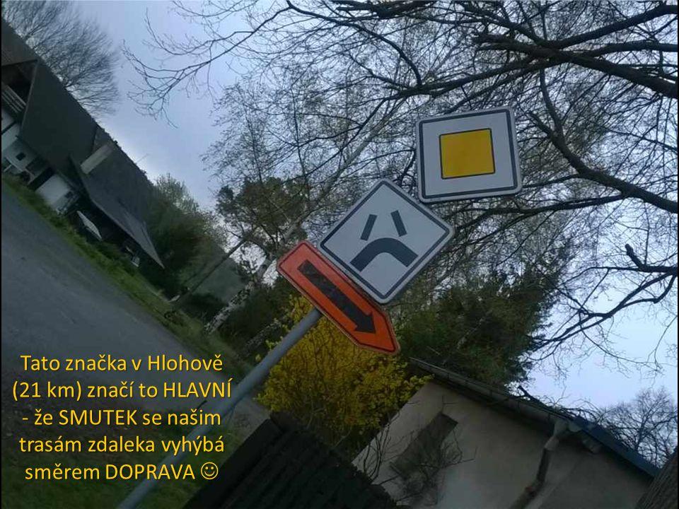 Tato značka v Hlohově (21 km) značí to HLAVNÍ - že SMUTEK se našim trasám zdaleka vyhýbá směrem DOPRAVA Tato značka v Hlohově (21 km) značí to HLAVNÍ