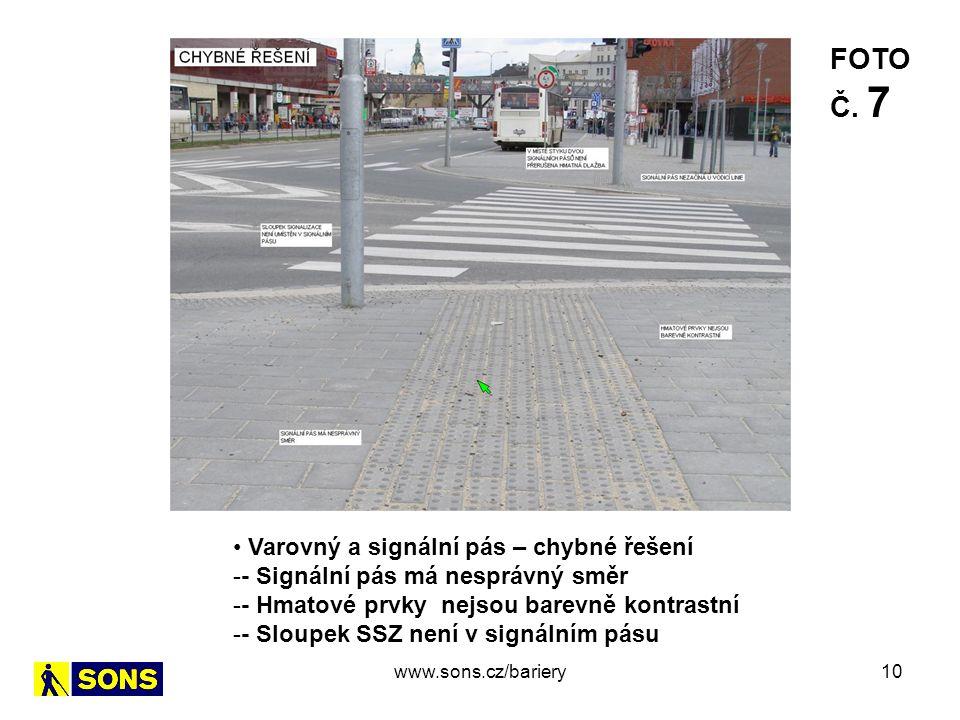 10 Varovný a signální pás – chybné řešení -- Signální pás má nesprávný směr -- Hmatové prvky nejsou barevně kontrastní -- Sloupek SSZ není v signálním