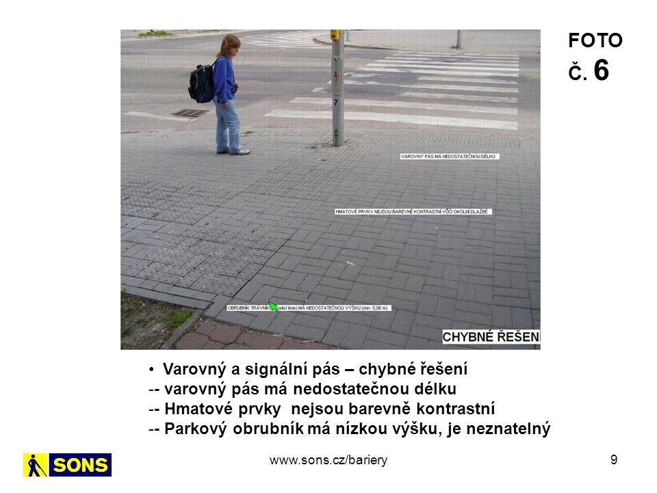 9 Varovný a signální pás – chybné řešení -- varovný pás má nedostatečnou délku -- Hmatové prvky nejsou barevně kontrastní -- Parkový obrubník má nízkou výšku, je neznatelný FOTO Č.