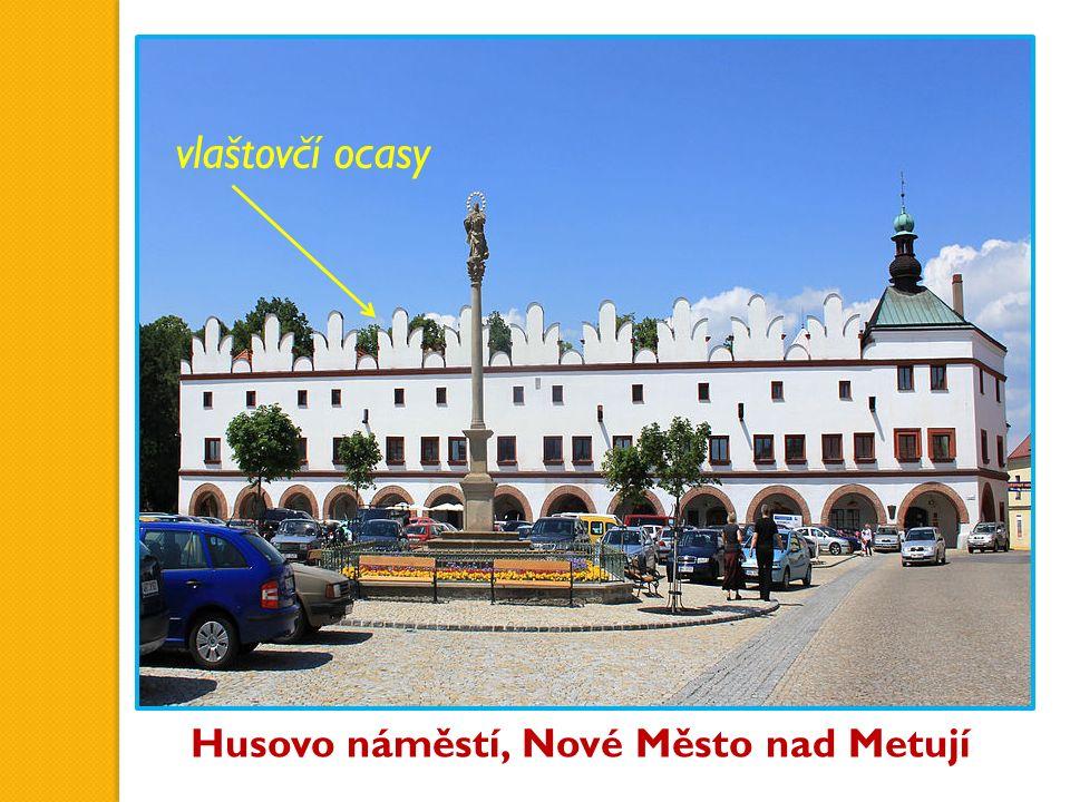 Husovo náměstí, Nové Město nad Metují vlaštovčí ocasy