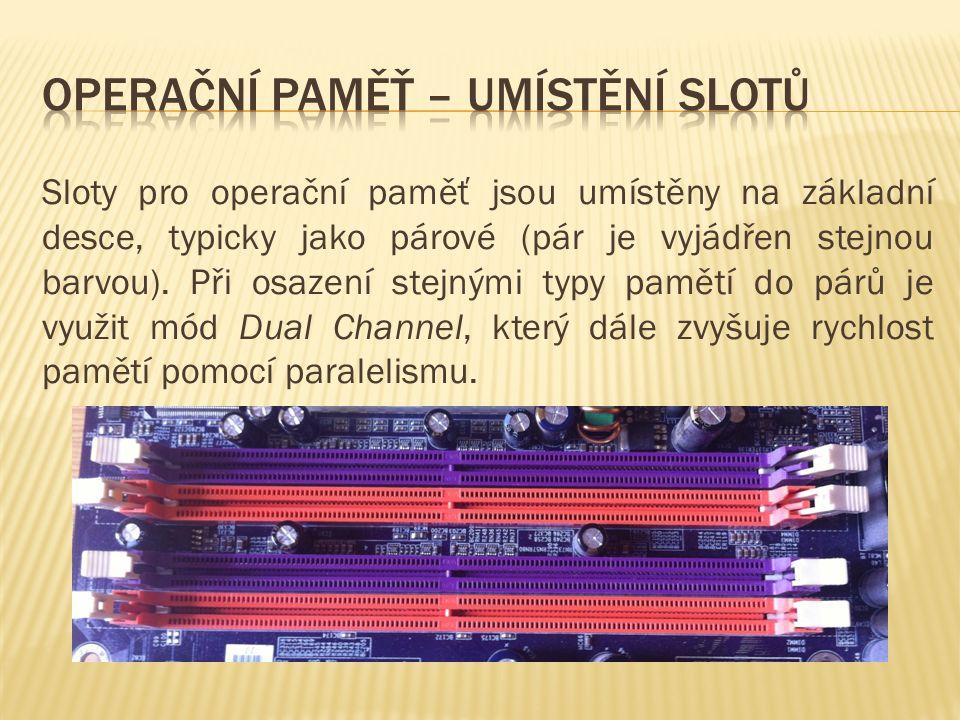 Sloty pro operační paměť jsou umístěny na základní desce, typicky jako párové (pár je vyjádřen stejnou barvou).