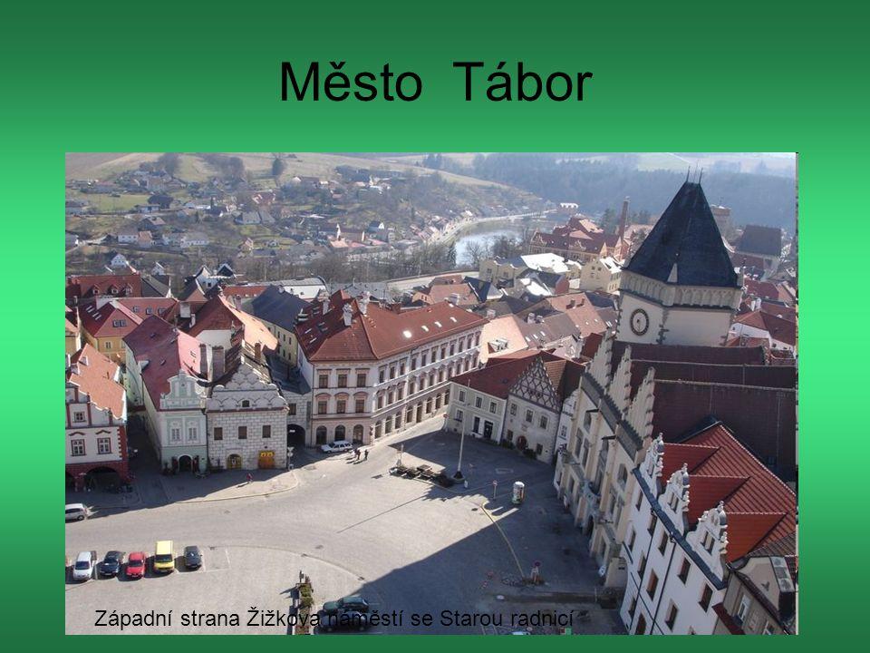 Město Tábor Západní strana Žižkova náměstí se Starou radnicí