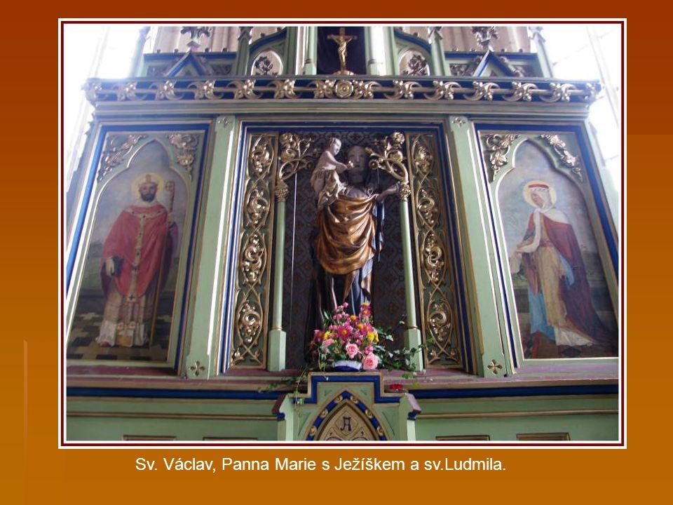 Novogotický oltář.