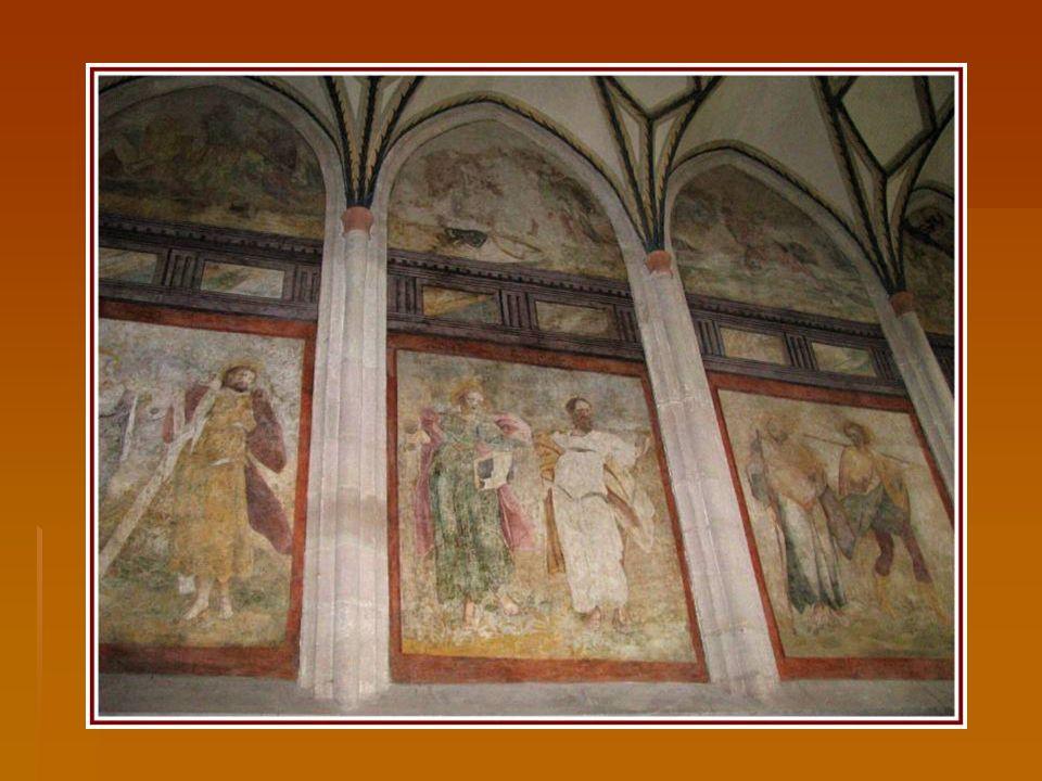 Nástěnné malby v presbytáři kostela.
