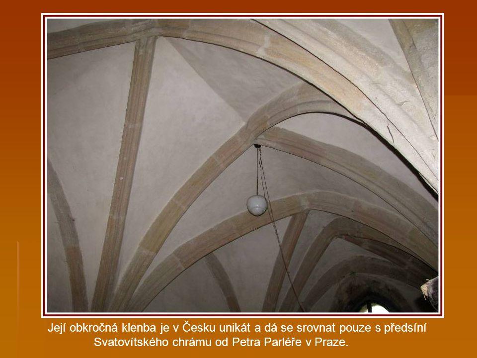…Všech svatých k jeho severní straně přistavit soukromou kapli.