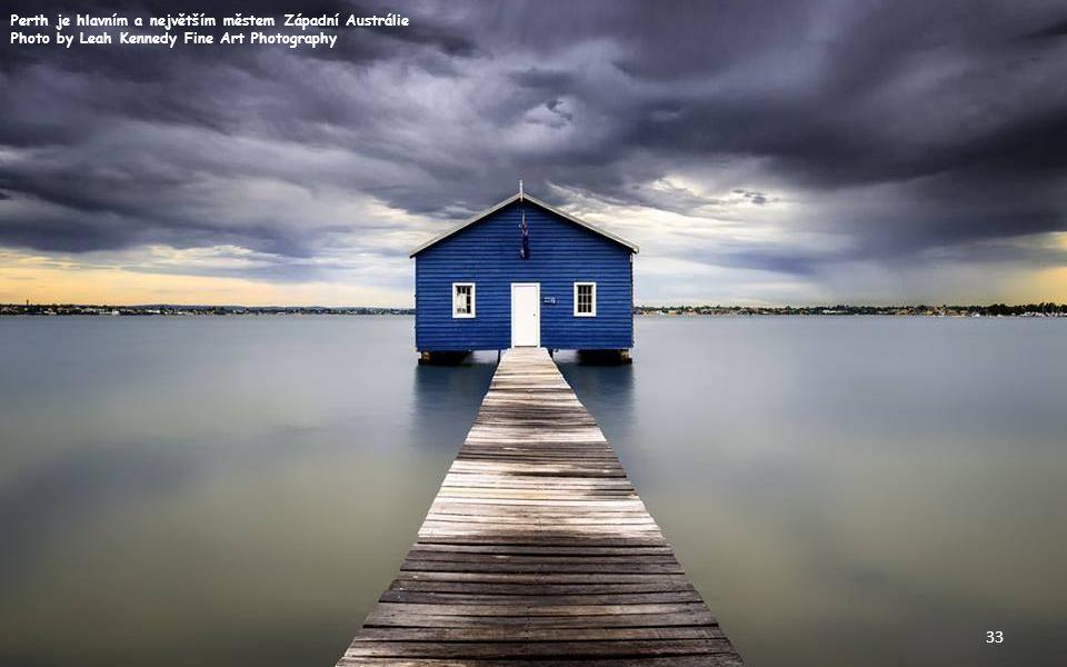 Jezero Jasná je alpské jezero na ploše 2,2 ha; leží v severozápadním Slovinsku Photo by Gitta Sladič 32