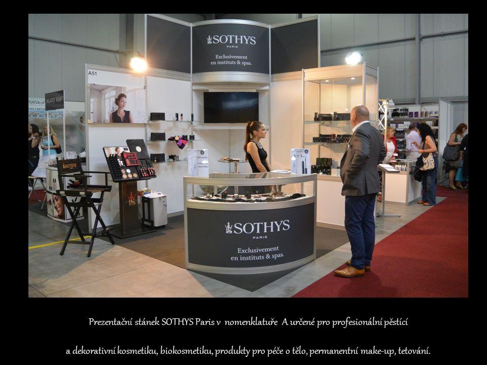 Prezentační stánek SOTHYS Paris v nomenklatuře A určené pro profesionální pěstící a dekorativní kosmetiku, biokosmetiku, produkty pro péče o tělo, permanentní make-up, tetování.
