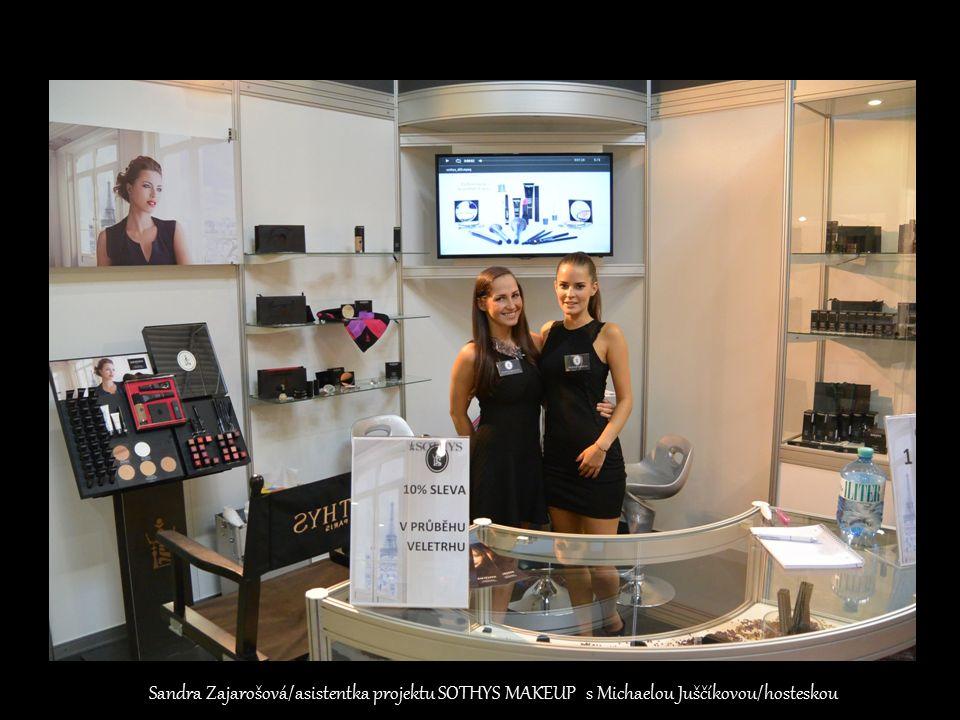 Sandra Zajarošová/asistentka projektu SOTHYS MAKEUP s Michaelou Juščíkovou/hosteskou
