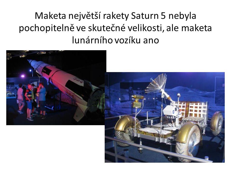 Maketa největší rakety Saturn 5 nebyla pochopitelně ve skutečné velikosti, ale maketa lunárního vozíku ano