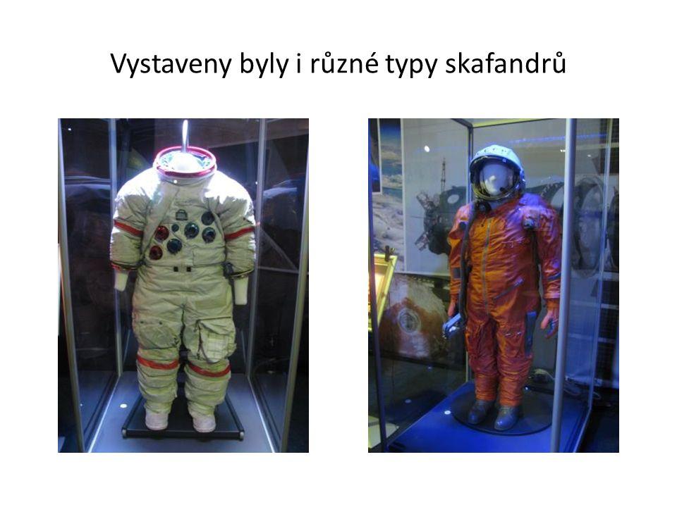 Vystaveny byly i různé typy skafandrů