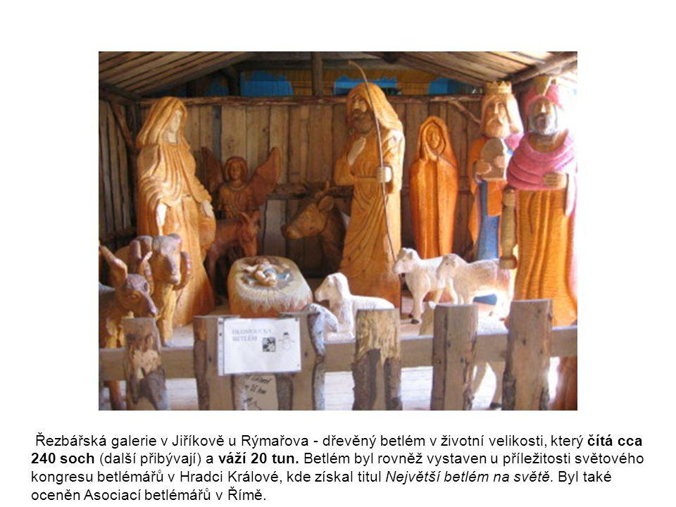 Řezbářská galerie v Jiříkově u Rýmařova - dřevěný betlém v životní velikosti, který čítá cca 240 soch (další přibývají) a váží 20 tun. Betlém byl rovn
