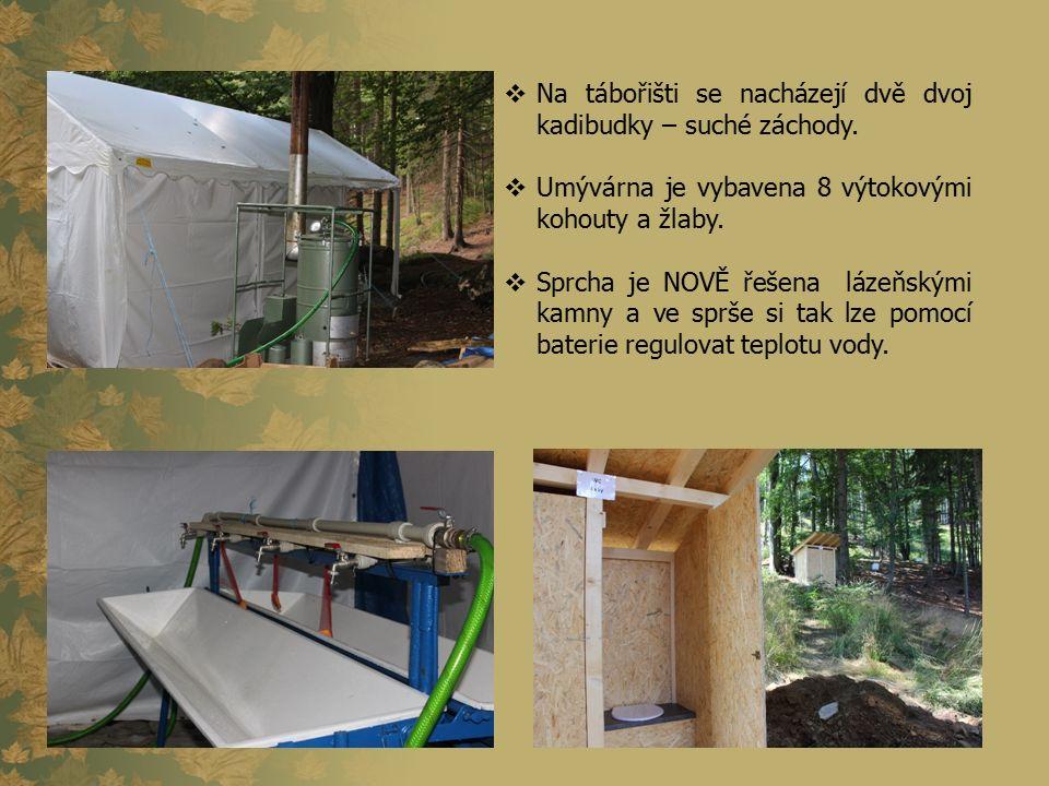  Na tábořišti se nacházejí dvě dvoj kadibudky – suché záchody.  Umývárna je vybavena 8 výtokovými kohouty a žlaby.  Sprcha je NOVĚ řešena lázeňským