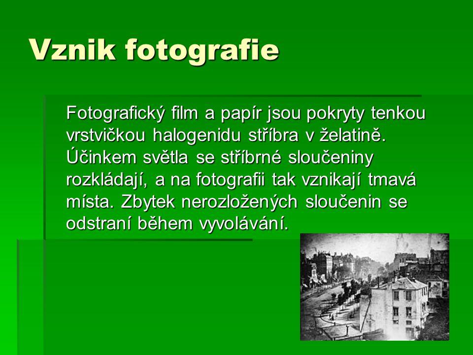 Vznik fotografie Fotografický film a papír jsou pokryty tenkou vrstvičkou halogenidu stříbra v želatině.