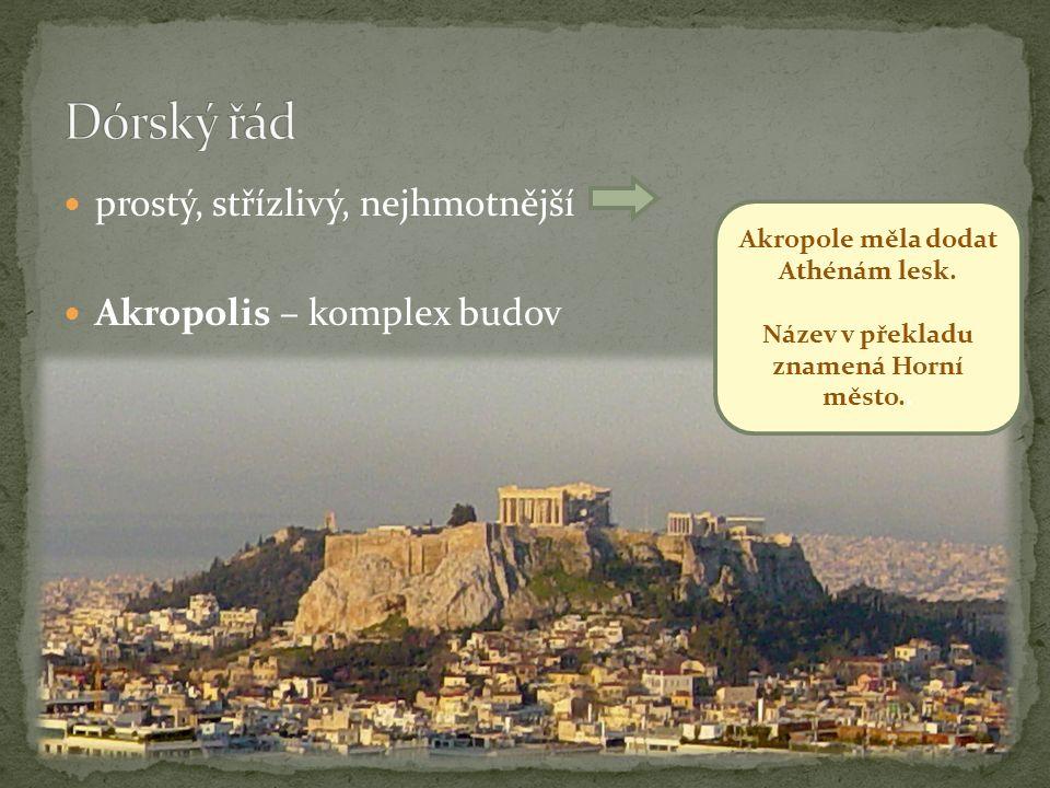 prostý, střízlivý, nejhmotnější Akropolis – komplex budov Akropole měla dodat Athénám lesk.