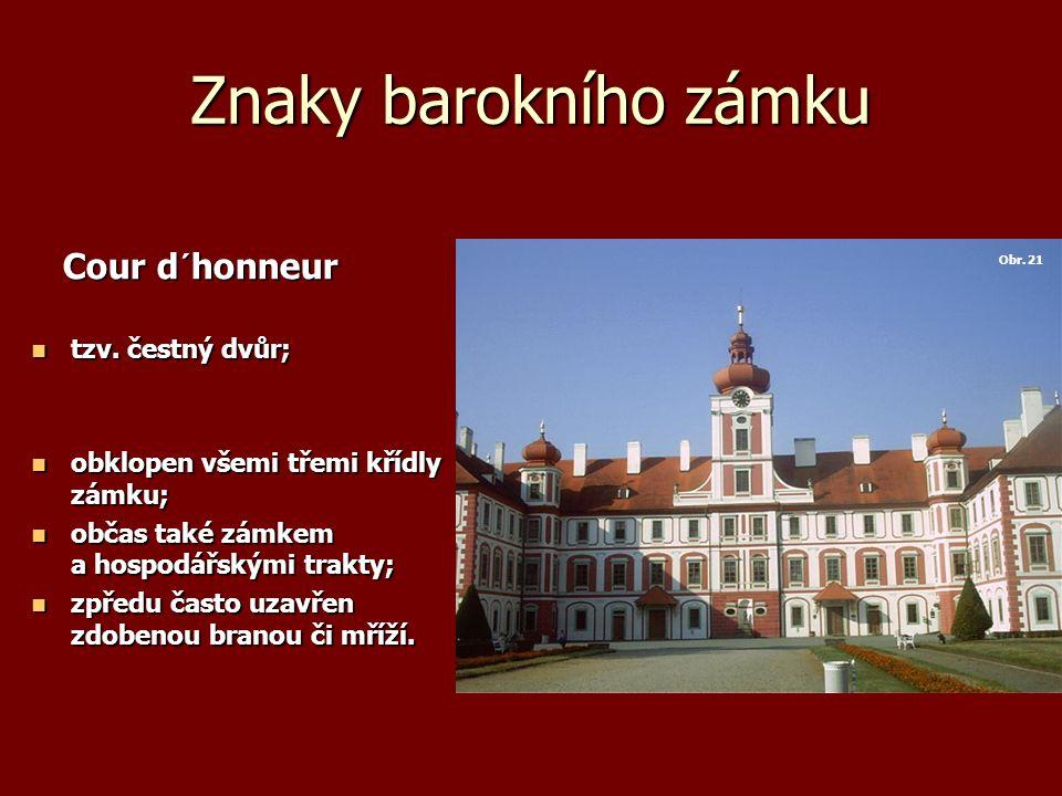 Znaky barokního zámku Cour d´honneur Cour d´honneur tzv.