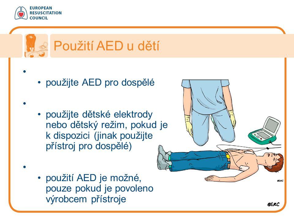 Věk > 8 let použijte AED pro dospělé Věk 1 – 8 let použijte dětské elektrody nebo dětský režim, pokud je k dispozici (jinak použijte přístroj pro dosp
